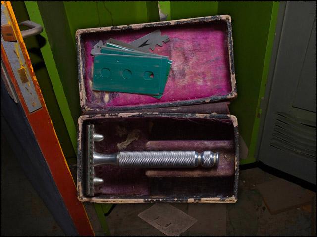 Blue Madonna: A Carol Reed Story Game screenshot 2
